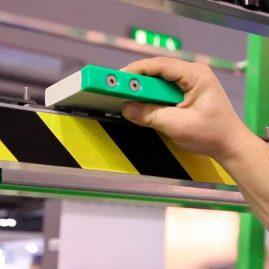 Detalle sistema PAR-AL para canteado vidrios en forma de paralelogramo